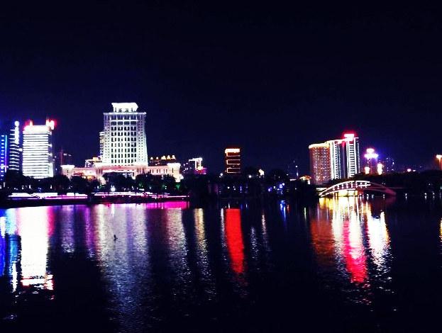 南宁人民看过来 民歌湖湖畔夜景掠影